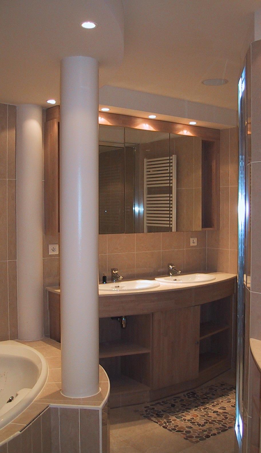 une astuce de camouflage architecte interieur philippe ponceblanc. Black Bedroom Furniture Sets. Home Design Ideas